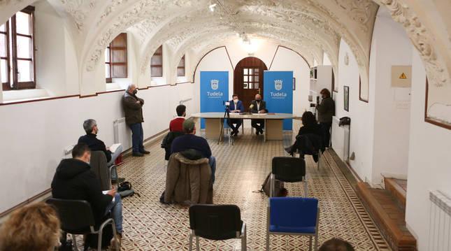 Un momento del acto de la firma del convenio entre el Gobierno de Navarra y el Ayuntamento de Tudela celebrado en el Centro Cultural Castel Ruiz.