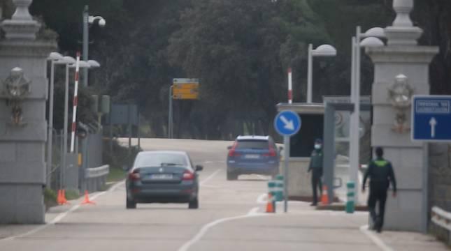 El coche de la infanta Elena, a su llegada a la Zarzuela, este miércoles.