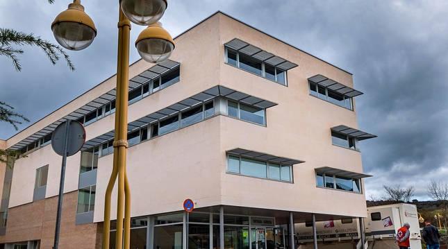 Foto de Hospital García Orcoyen de Estella, en una imagen de su edificio de consultas externas.