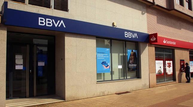 Fachada de la sucursal del BBVA atracada en Ponferrada.