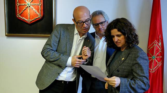 De izda. a dcha.: José Suárez, Carlos Pérez Nievas y Marta Álvarez, de Navarra Suma.