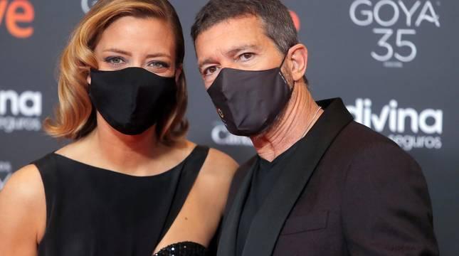Actores, presentadores y cantantes desfilan por la alfombra roja de los premios Goya 2021.