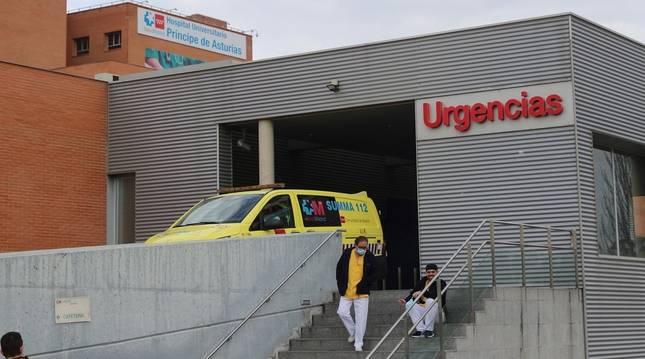 Un trabajador fuera de servicio degüella a un enfermero en el Hospital de Alcalá de Henares