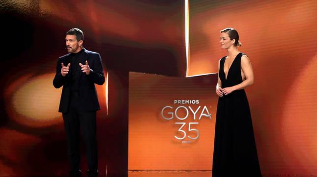 Los presentadores de la gala de los Goya 2021, Antonio Banderas y María Casado.
