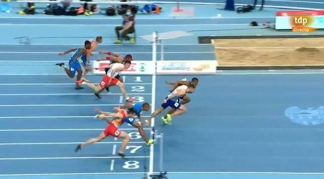 Foto finish de la final de 60 metros vallas del Campeonato de Europa en la que el navarro Asier Martínez ha quedado cuarto