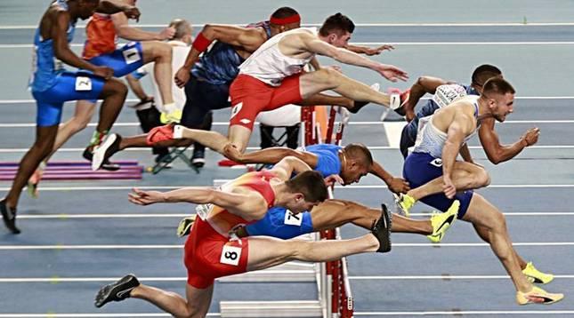Foto finish de la final de 60 metros vallas del Campeonato de Europa en la que el navarro Asier Martínez ha quedado cuarto.