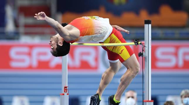 Jorge Ureña, durante la competición masculina de salto de altura.