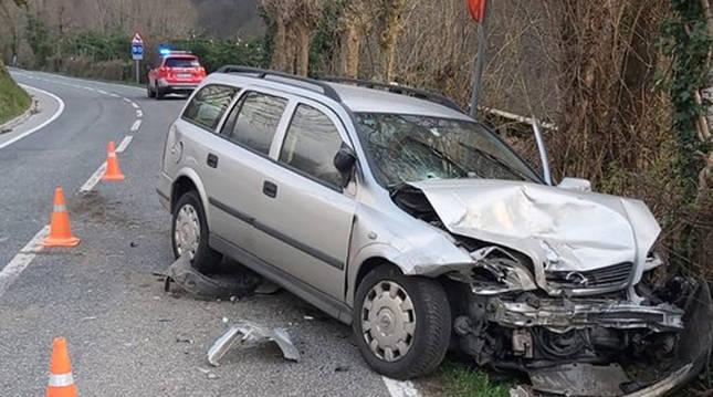 Estado en el que quedó el automóvil tras la colisión en el puerto de Ezkurra.