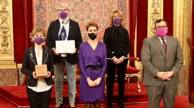 Entrega del premio Bedinna a Afammer Navarra en el Salón del Trono del Palacio de Navarra.