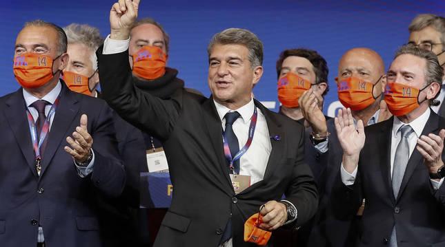 Imagen de la celebración de Laporta y su equipo tras ganar las elecciones del F.C. Barcelona.
