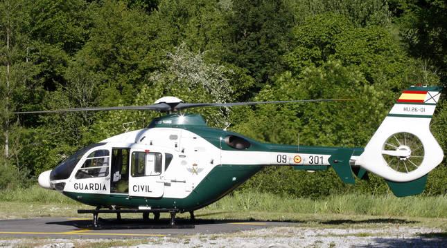 Helicóptero de rescate del GREIM de la Guardia Civil, en Isaba, en una imagen de archivo.
