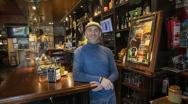 Jos, en la barra del Old Dreams, irish pub.