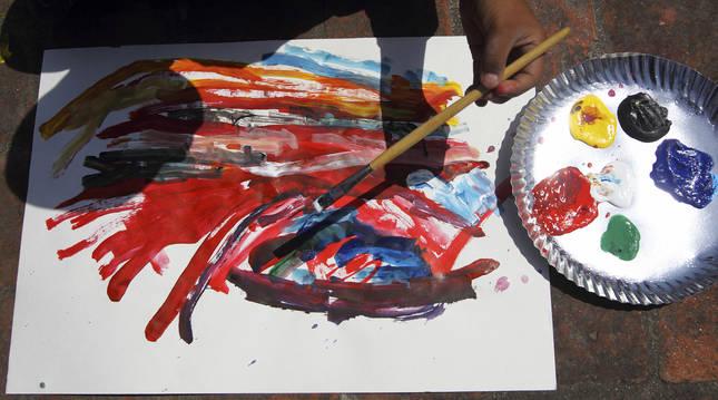 Cuando los niños todavía no saben poner palabras a sus emociones, sus creaciones artísticas dan muchas pistas sobre el momento que atraviesan.