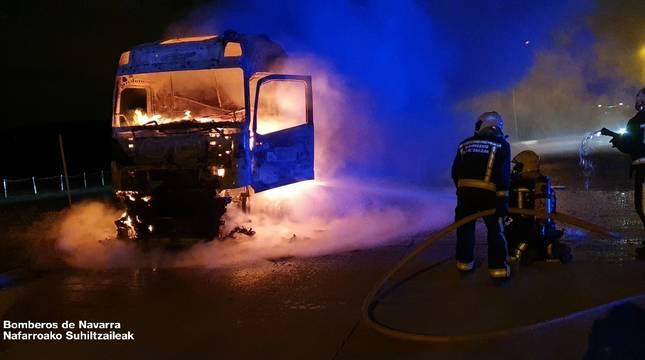 Fotos del accidente de un camión cisterna en Zuasti