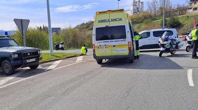 Guardia Civil y servicios de emergencias en el lugar del accidente.