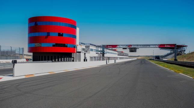 Vista de la línea de meta del Circuito de Navarra