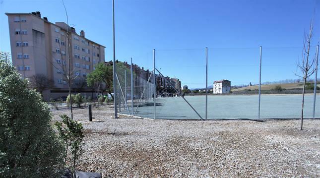 Vista general de las instalaciones del campo de softbol de la Rochapea tras finalizar la primera fase de las obras.