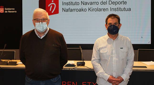 Miguel Pozueta (dcha.), director gerente del Instituto Navarro del Deporte, y Primitivo Sánchez, subdirector de Deporte.