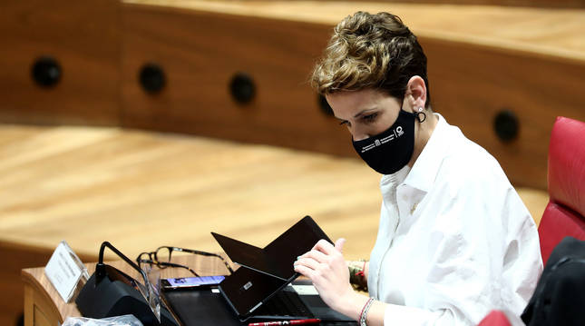 María Chivite en el pleno del Parlamento del 25 de marzo.