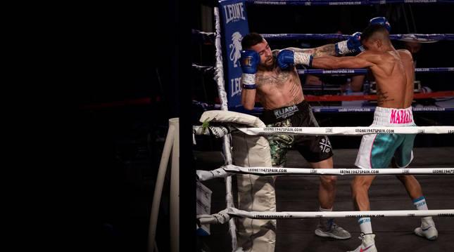Un momento del combate entre David 'Infierno' Soria y 'La Sombra'.