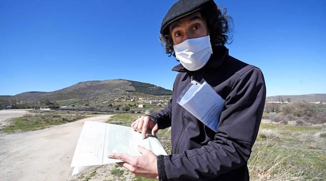 El arqueólogo Iván Aguilere en el yacimiento Canto-Los Hierros de Segovia.