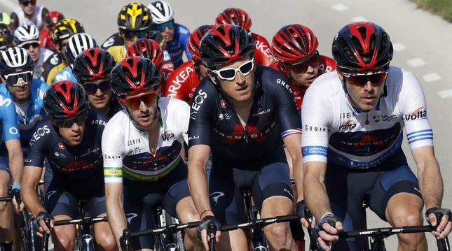 Rohan Dennis tira del grupo durante la Volta a Catalunya en la que el INEOS ganó con Adam Yates.