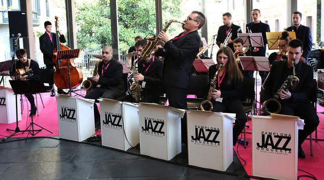 Foto de la Pamplona Jazz Orquesa, compuesta por 20 músicos.