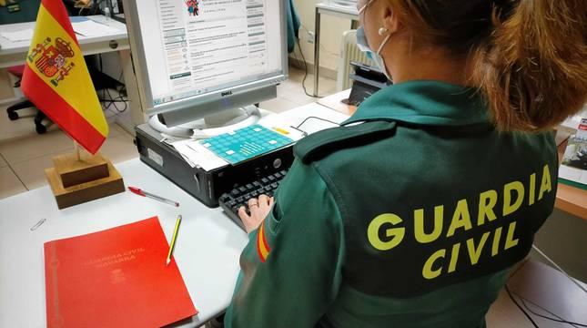 La Guardia Civil consiguió bloquear las compras e identificar al hombre que las había realizado.