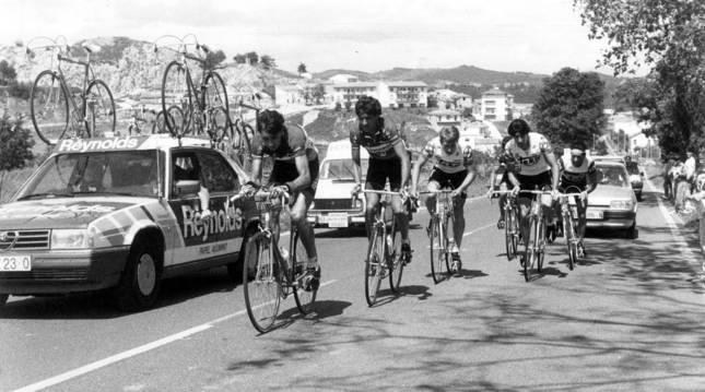 Celestino Prieto tira del grupo en la escapada que terminó llevándose el Gran Premio Navarra de 1985