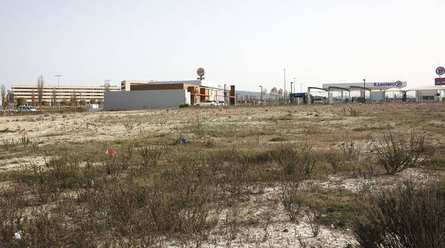 La parcela actualmente sólo acoge el restaurante Burger King y la gasolinera de E. Leclerc.