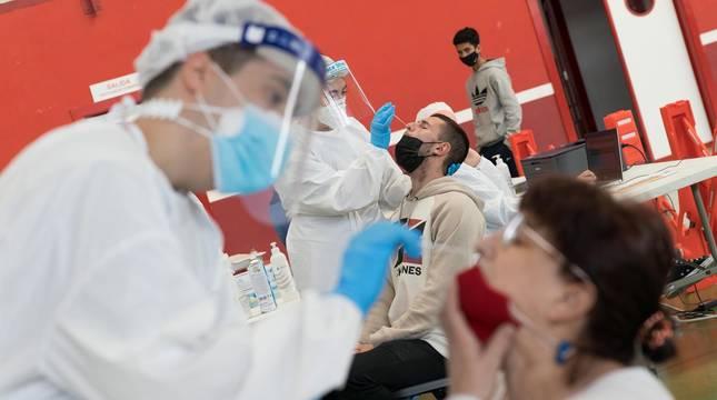 El departamento de Salud está llevando a cabo este viernes, 2 de abril, un cribado en Arguedas ante el incremento depositivos de Covid-19registrado en los últimos días.
