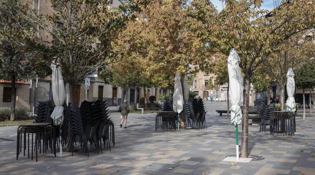 Terrazas cerradas en la calle Herrerías de Tudela (Navarra) en octubre de 2020.