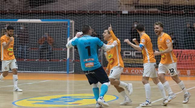 El Aspil celebra un gol ante el Jaén en el partido de ida.