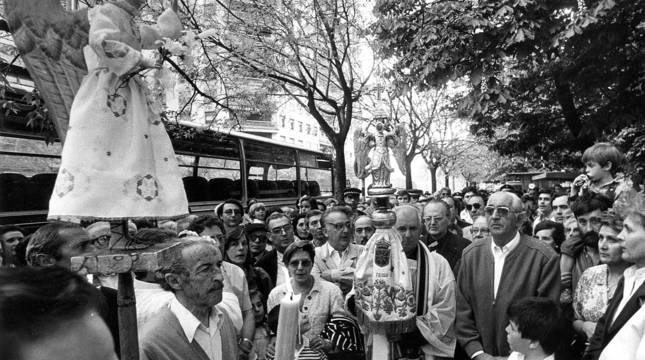 El Ángel de la Meca saluda al de Aralar, portado por Miguel Azpíroz, el 26 de abril de 1987.