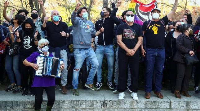 Incidentes y carga policial en el acto de Vox en Vallecas