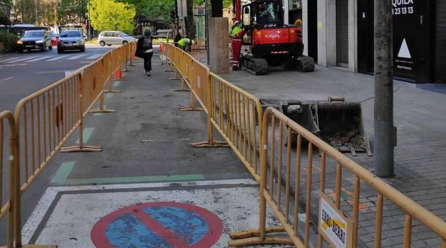 Trabajos para adecuar las aceras en la avenida San Ignacio.