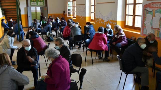 Las antiguas escuelas de Roncal acogieron este miércoles la presentación de resultados del proceso participativo centrado en sus usos futuros. Asistieron a la cita unas 35 personas.