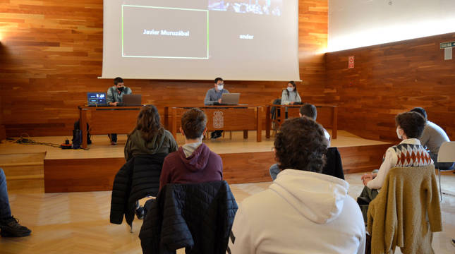 Imagen de un momento del pleno, que se ha celebrado en el Archivo General de Navarra.