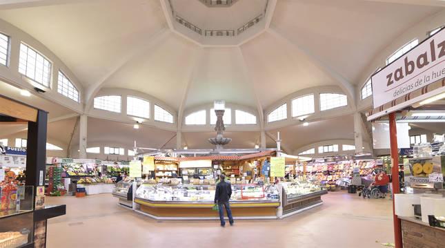 Interior del mercado del Ensanche.