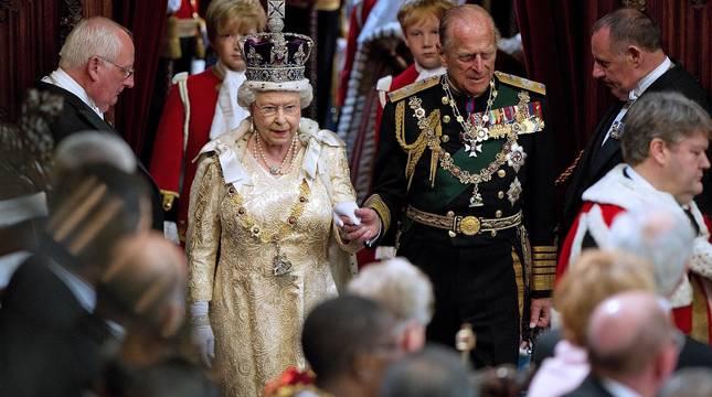 Recorrido por la vida de Felipe de Edimburgo, marido de Isabel II de Inglaterra