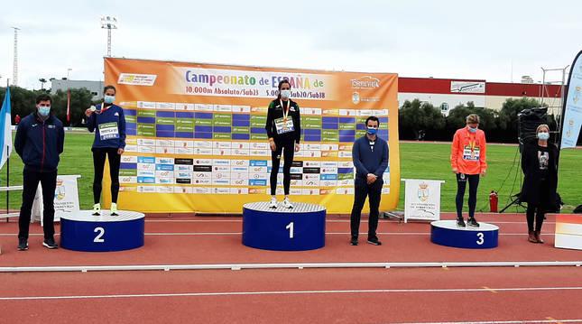 Foto de Maitane Melero, este sábado en el cajón del primer puesto, tras la ceremonia de medallas.