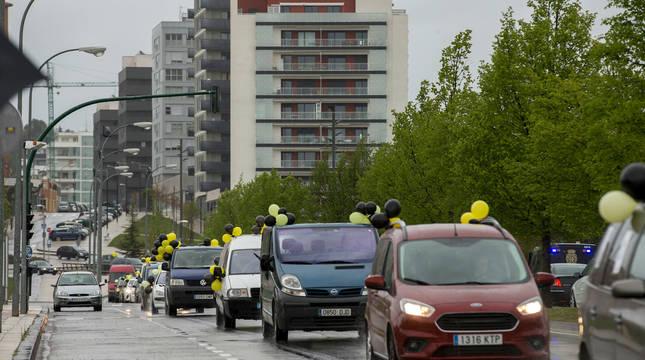 Fotos de la caravana de vehículos que ha recorrido Pamplona contra