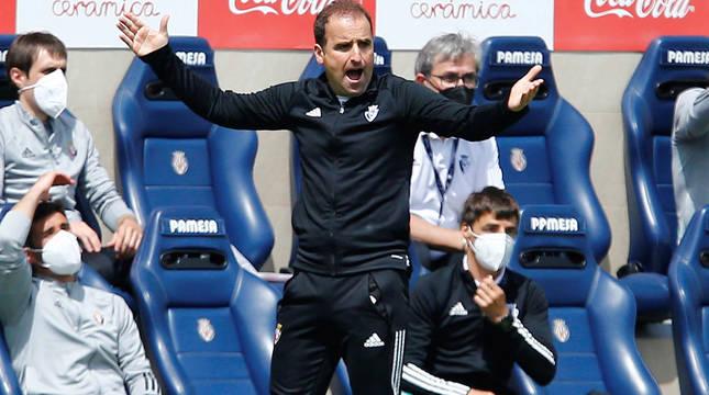 El entrenador de Osasuna, Jagoba Arrasate, durante el partido contra el Villarreal.
