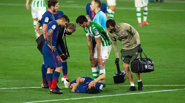 Joao Félix se lesionó al final del primer tiempo y tuvo que ser sustituido en la reanudación.