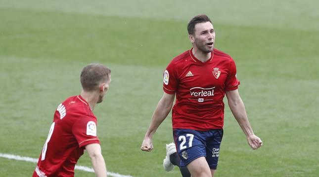 Jon Moncayola celebra el golazo que ha marcado al Villarreal en el minuto 63.