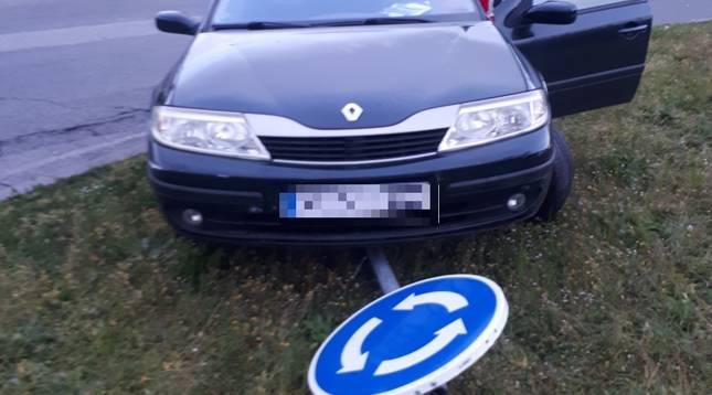 Imagen de uno de los vehículos que protagonizó uno de los 15 accidentes de tráfico atendidos este fin de semana por Policía Municipal de Pamplona.