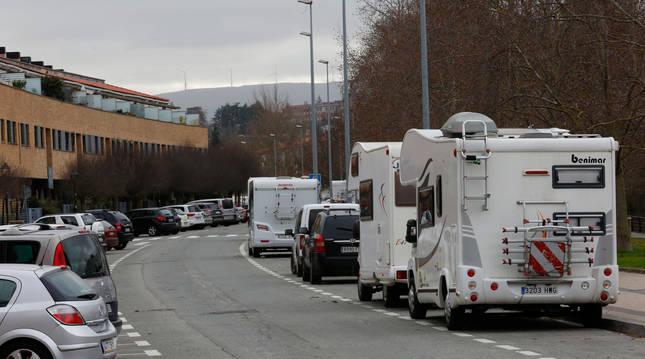 Foto de autocaravanas en la calle Padre Adoáin, donde en su momento hubo conflicto entre vecinos.