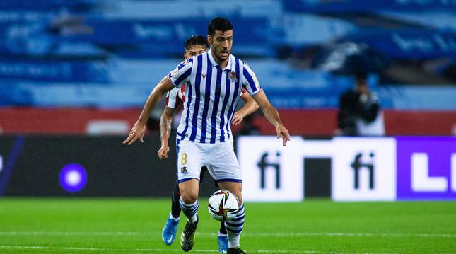 Mikel Merino protege el balón en la final de la Copa del Rey disputada ante el Athletic.