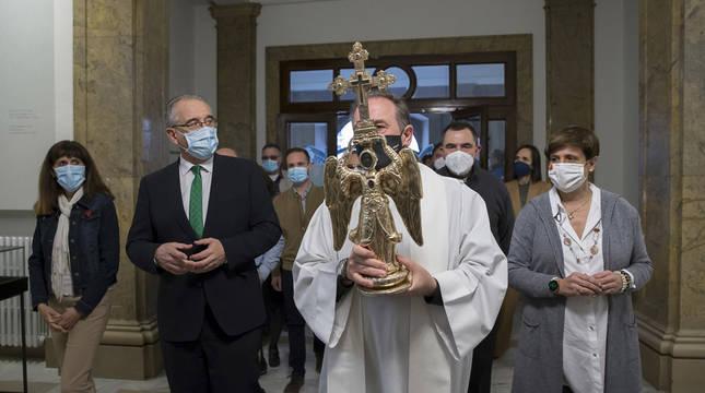 Visita del Ángel de Aralar al Ayuntamiento de Pamplona.