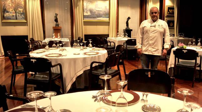El chef tafallés Nicolás Ramírez Jiménez, hijo de Atxen Jiménez, está a cargo de la cocina del restaurante Túbal, de Tafalla, desde 1995.